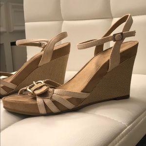 Aerosoles sandals beige cream tan strappy buckle